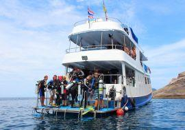 Divers-on-MV-Manta-Queen-2